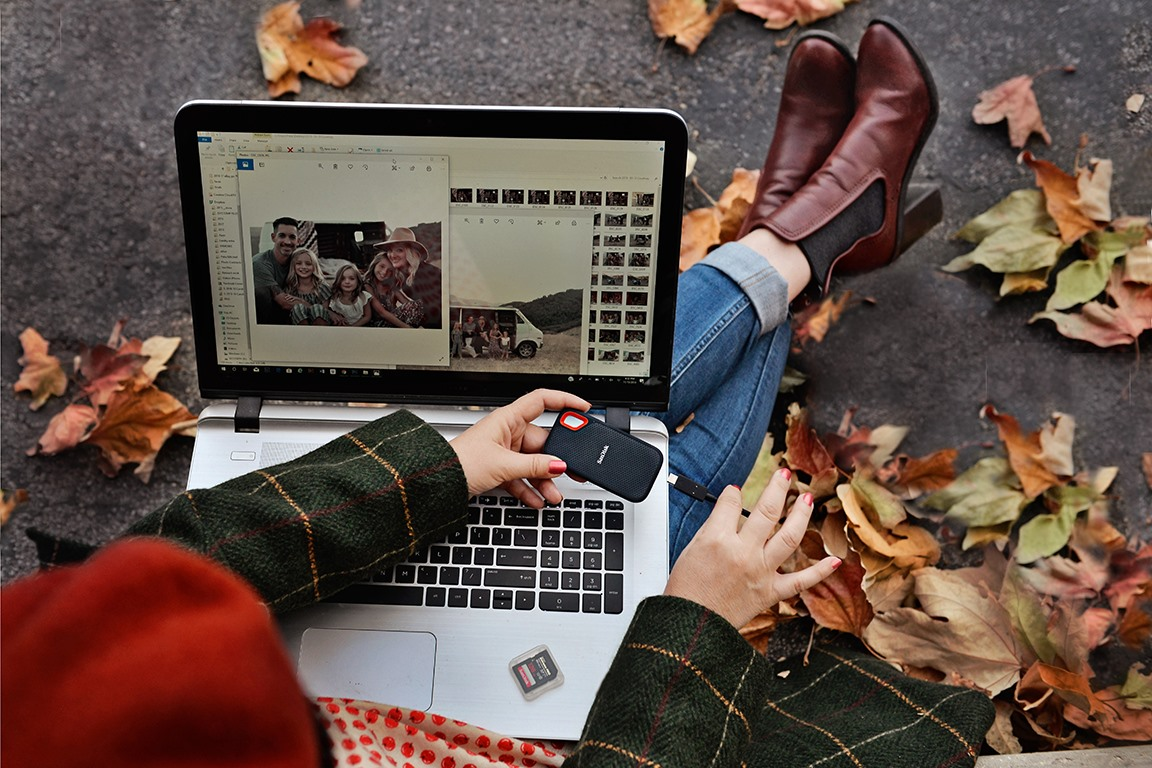 Time to turn over a new leaf. Capture all your fall looks with the SanDisk Extreme Portable SSD.