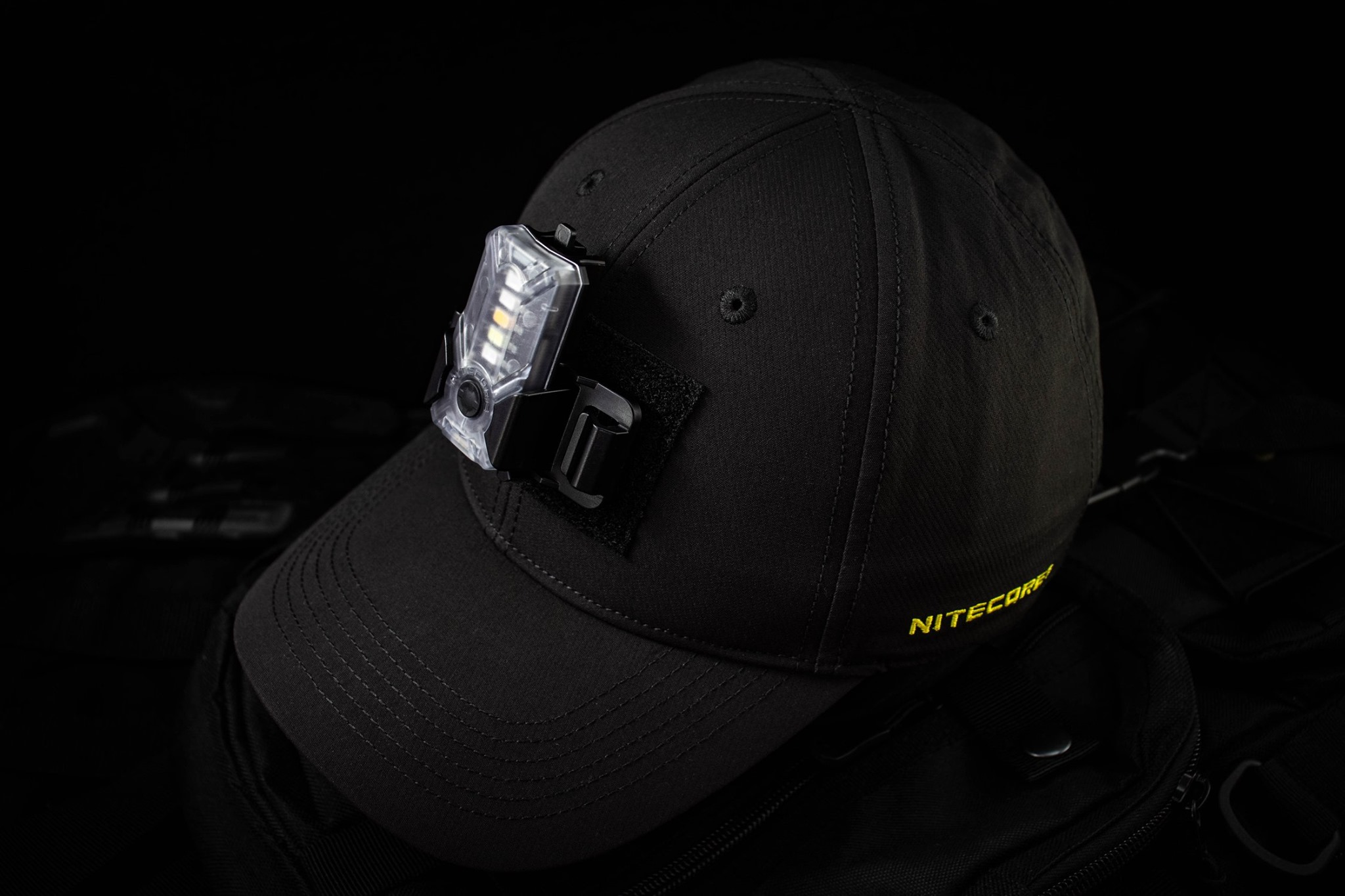 When wearing NITECORE Combat Hat #NDH10,you can put the patch or light as #NU07LE on the front or rear big velcro area for signal or illumination.